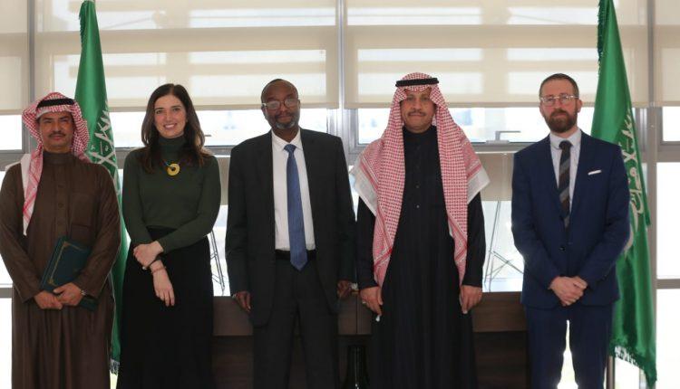 سفير المملكة لدى الاردن يستقبل مدير الأونروا في عمان
