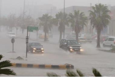 """الأرصاد: أجواء باردة الخميس ومنخفض """"قطبي"""" الجمعة و تحذيرات من السيول و الأمطار الرعدية"""
