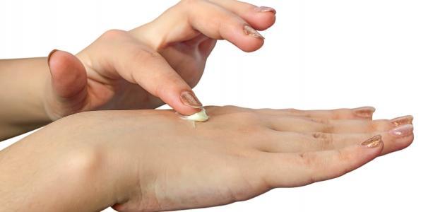 نصائح لحماية اليدين من ظهور التجاعيد المبكرة وطرق علاجها