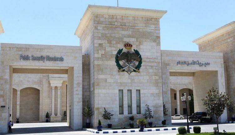 الحواتمة يوقف عدداً من أفراد الأمن العام اثر ظهورهم بمقطع فيديو أثناء القبض على شخص أشهر آداة حادة عليهم