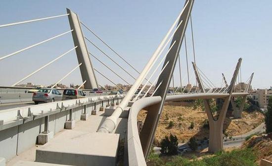 الأمن يثني شاب عن الانتحار من أعلى جسر عبدون