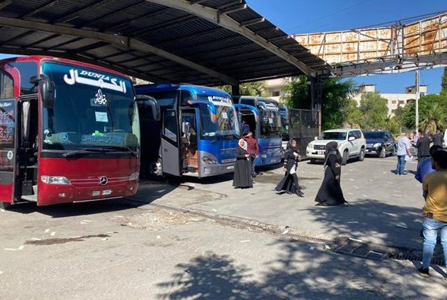 شاهد بالصور .. بدء عودة أردنيين من سوريا