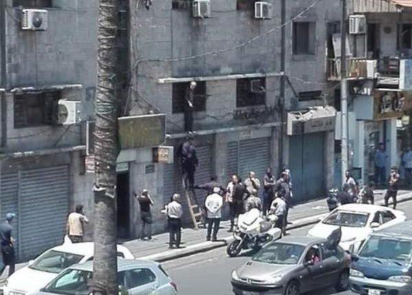 بالصور…محاولة انتحار في شارع الهاشمي وسط البلد في عمان