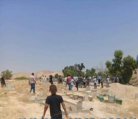 بالصور .. إطلاق نار داخل مقبرة أثناء تشييع جنازة في الشونه الجنوبية وإصابة شخص