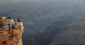 امراة امريكية تلقي حتفها اثناء التقاط صورة من موقع سياحي مرتفع