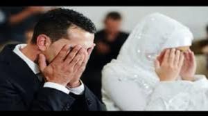 عريس ينهار فجأة وينفجر بالبكاء أمام عروسه ليلة عرسه والسبب والدته .. تفاصيل مثيرة