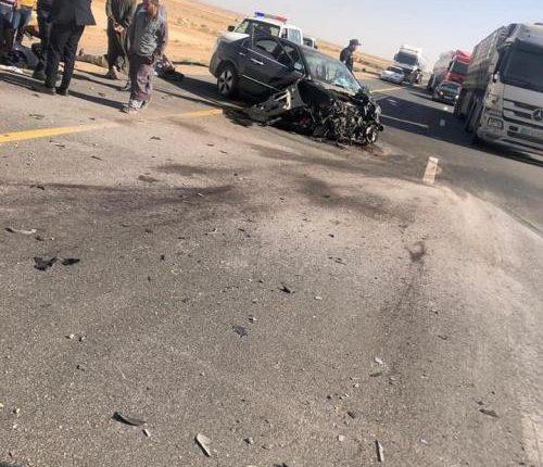صور.. اصابة 4 اشخاص أحدهم بحالة خطرة إثر حادث تصادم على الطريق الصحراوي