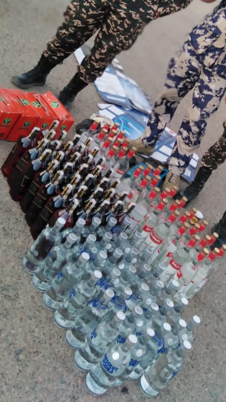 الجمارك تحبط تهريب «مشروبات روحية»…صور