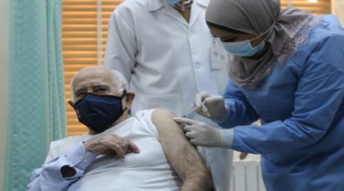 الطبيب  حنانيا أول شخص يتلقى لقاح كورونا في الأردن؟ ..