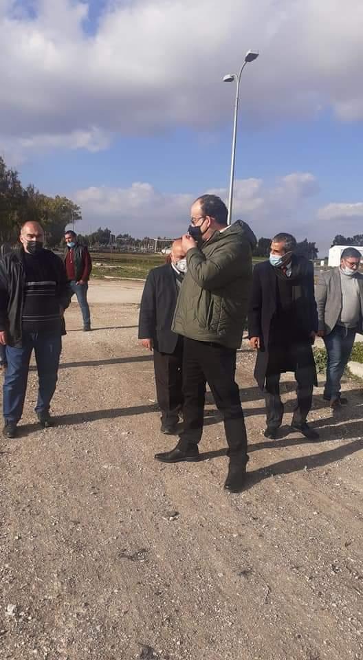 وزير البيئه  يقوم بزيارة لموقع تدفق المياه العادمة في مجرى وادي الحبيس باتجاه المريجمة