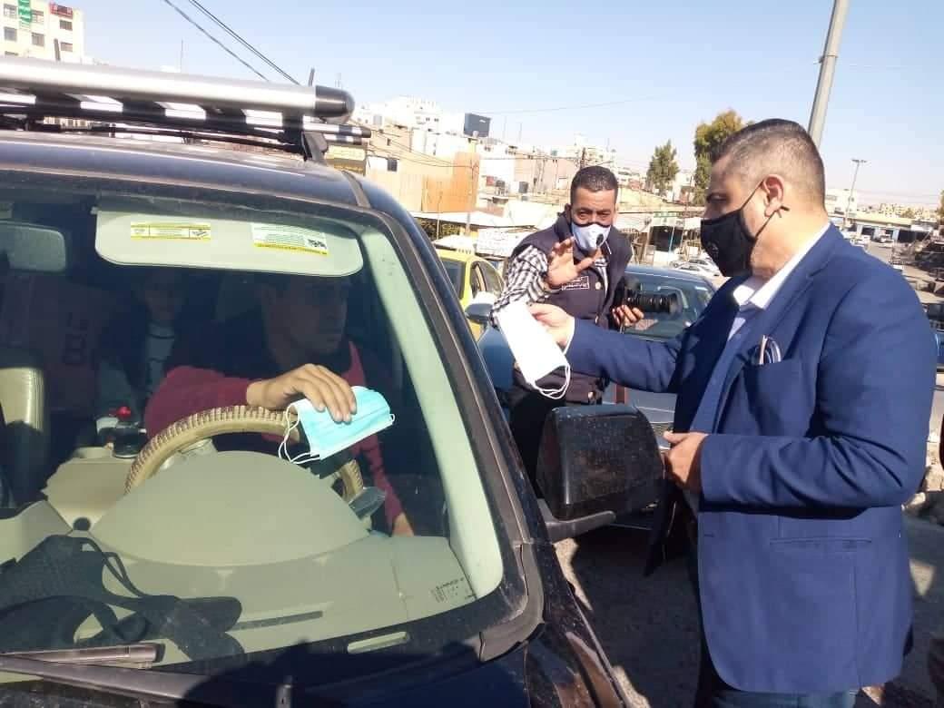 بلدية الزرقاء تطلق حملة توعوية تحت عنوان الالتزام عليك والكمامة علينا للوقاية من فيروس كورونا