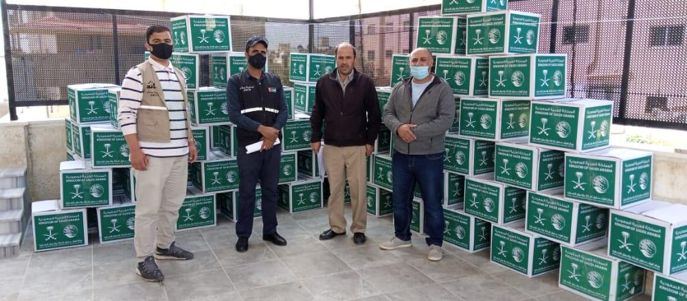 جمعية نور السما الخيرية بالتعاون مع الهيئة الهاشمية الخيرية بتوزيع الطرود الخيرية
