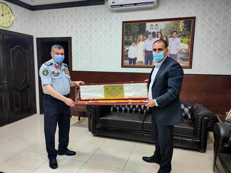 جمعية صقور الاردن التعاونية تكرم مدير عام الدفاع المدني