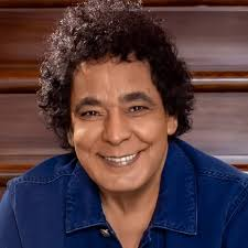 تدهور صحة الفنان المصري محمد منير