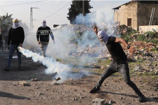 5 إصابات برصاص الاحتلال جراء قمع مسيرة في الضفة المحتلة