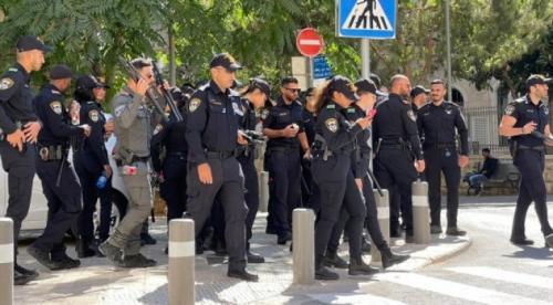 """باب العمود يتحول لثكنة عسكرية مع انطلاق """"مسيرة الإعلام"""""""