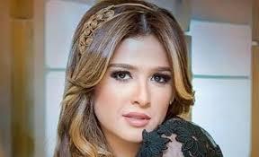 الفنانة المصرية ياسمين عبد العزيز تدخل في غيبوبة بسبب خطأ طبي