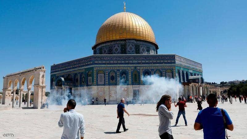 الاحتلال الصهيوني يقتحم المسجد الأقصى ويطلق الاعيرة المطاطية ويعتدي على المرابطين