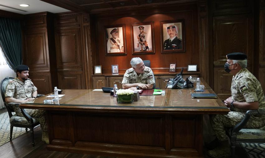 الملك وولي العهد يزورون القيادة العامة للقوات المسلحة