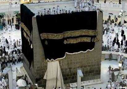 مراسم استبدال كسوة الكعبة المشرفة وتكتسي حلتها الجديدة اليوم ..فيديو