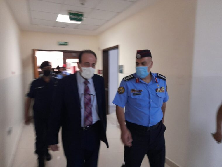 مدير شرطة الزرقاء يتفقد مستشفى الزرقاء الحكومي اول ايام عيد الاضحى المبارك
