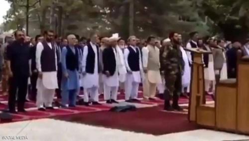 سقوط صواريخ قرب القصر الرئاسي الأفغاني في كابول خلال صلاة عيد الأضحى..فيديو