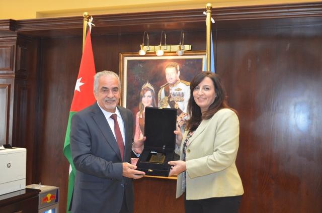 أ.د. ساري حمدان رئيس عمان الأهلية يكرم د. راما الربضي