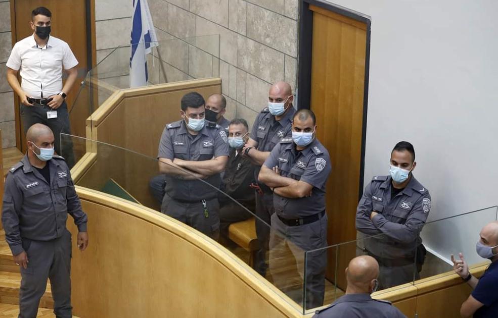 شاهد: أبطال نفق الحرية داخل المحكمة في الناصرة وسط إجراءات حراسة مشددة