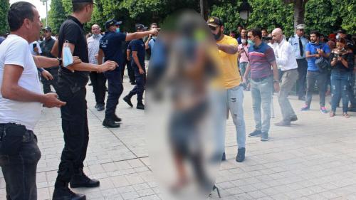 فيديو مرعب ..  شاب  تونسي التهمت  النار جسده ووقف متفحماً بالشارع